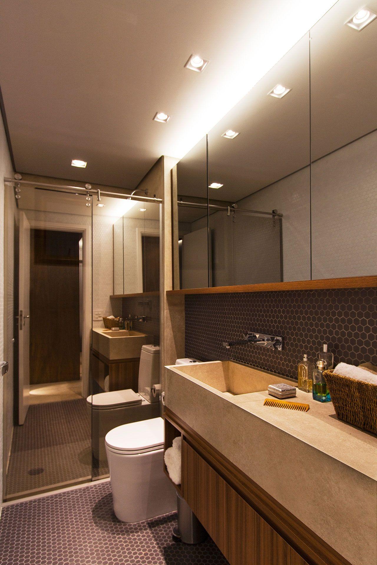 A pastilha preta garante mais elegância para o banheiro.