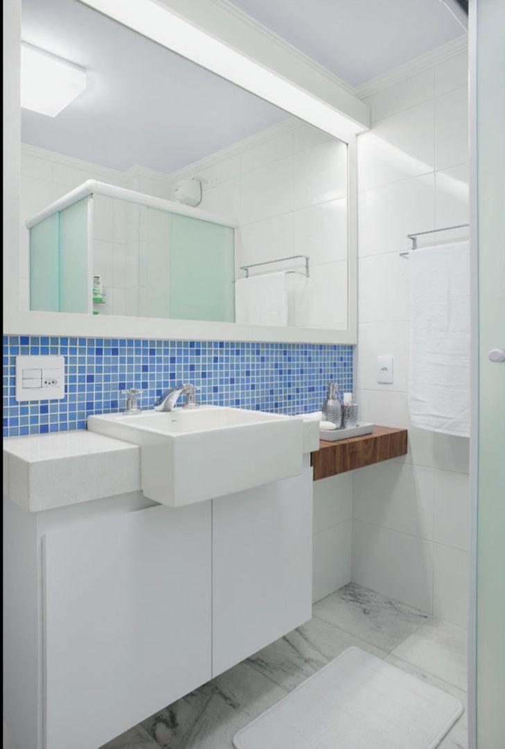 Faça a aplicação de ponta á ponta da bancada do banheiro.