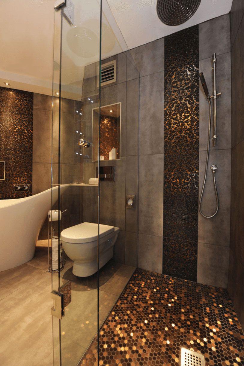 Banheiro com pastilhas bronze.