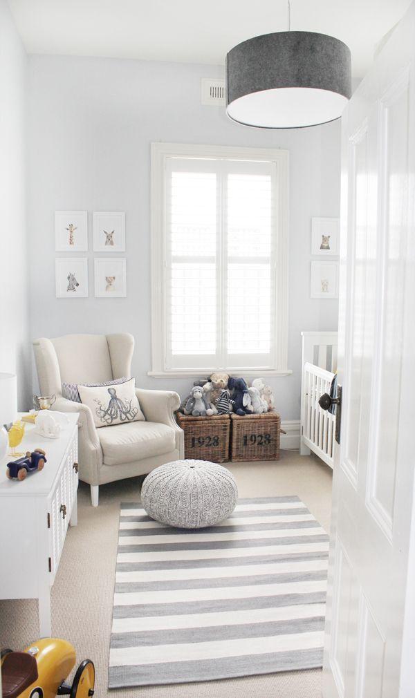 Tapetes e pufes decoram ainda mais o quarto!