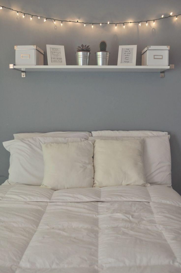 prateleiras na decoração do quarto
