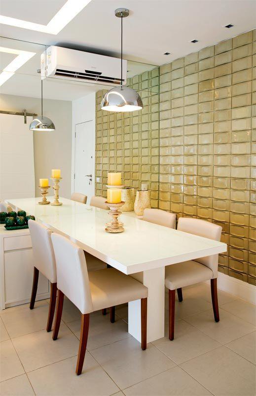 Sala De Jantar Pequena Branca ~  de vidro, espelho e a cor branca fazem o trio perfeito para uma sala