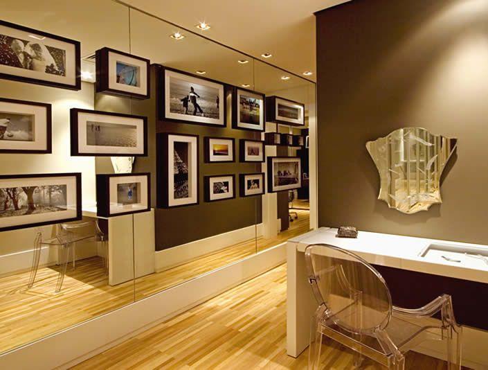 Fotos De Quadros Na Sala De Estar ~ Imagem 30 – O espelho de fundo ficou uma ideia interessante para o