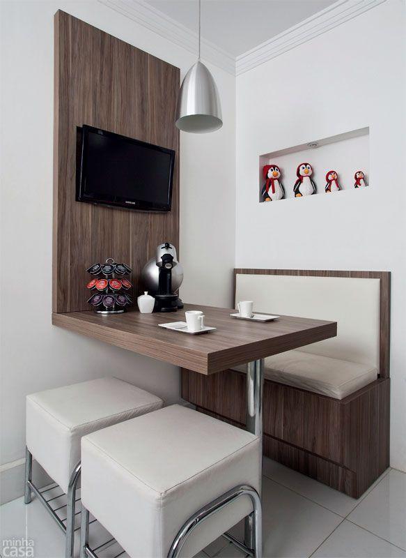 Sala De Jantar Pequena Pontofrio ~ Imagem 34 – Os móveis são clean, mas os objetos decorativos levam