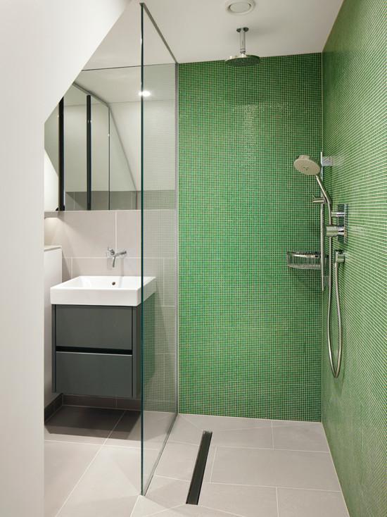 50 banheiros decorados com pastilhas  Camila Cardoso  Arquitetura + Interiores -> Banheiro Com Pastilha De Vidro Verde Agua