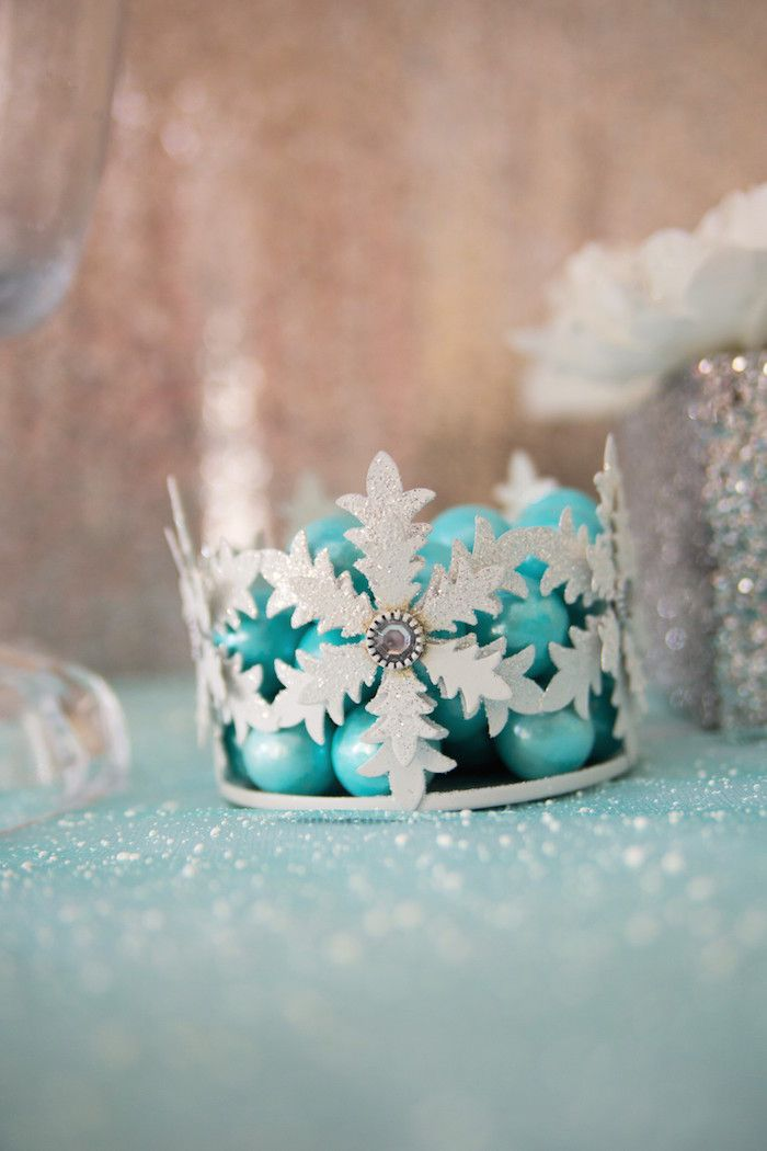 Suporte de bala no formato de coroa da rainha Elsa.
