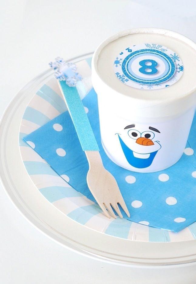 O cardápio precisa estar alinhado com o tema da festa, por isso, o pote de sorvete cai como uma luva!