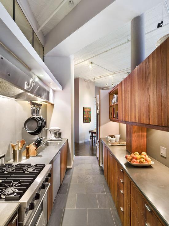 A cozinha com a coifa de ponta a ponta deixou mais industrial