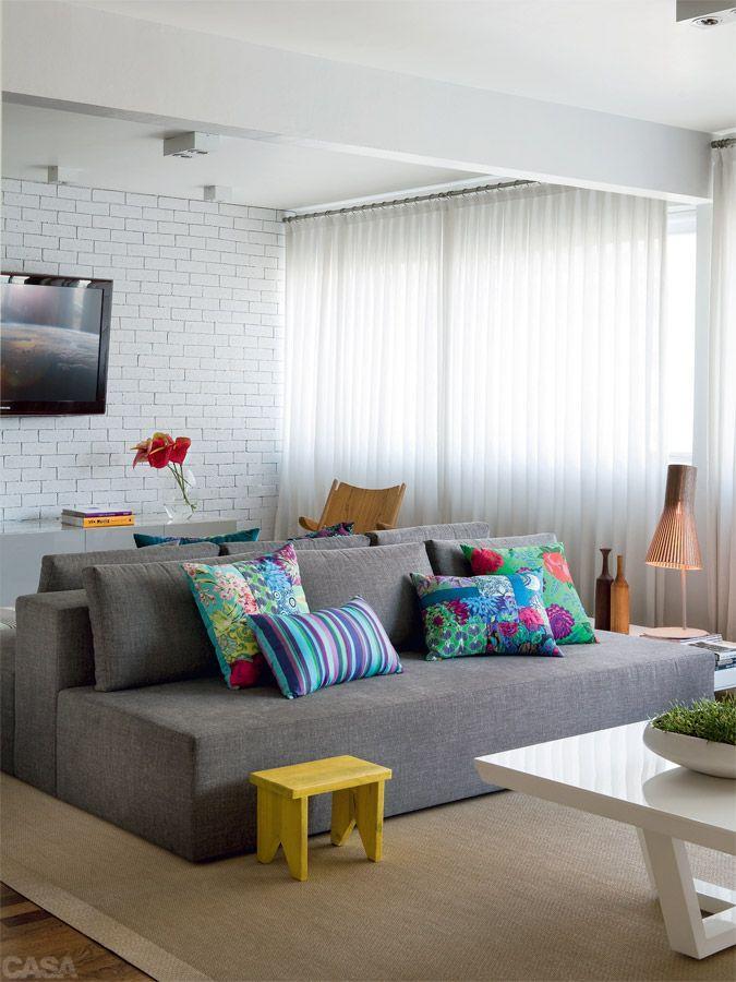 Decoracao De Sala De Tv Com Sofa Cinza ~  42 – A escolha do cinza grafite deixa a sala com um ar mais séri