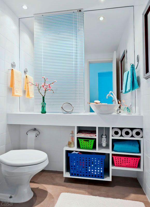 60 Nichos para Banheiros  Ideias e Fotos Lindas -> Banheiro Pequeno Espelho