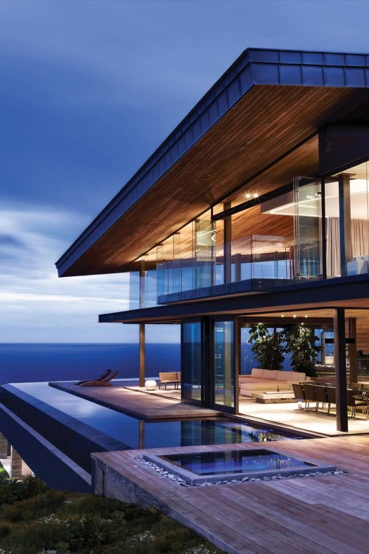 Contornando a arquitetura da residência.