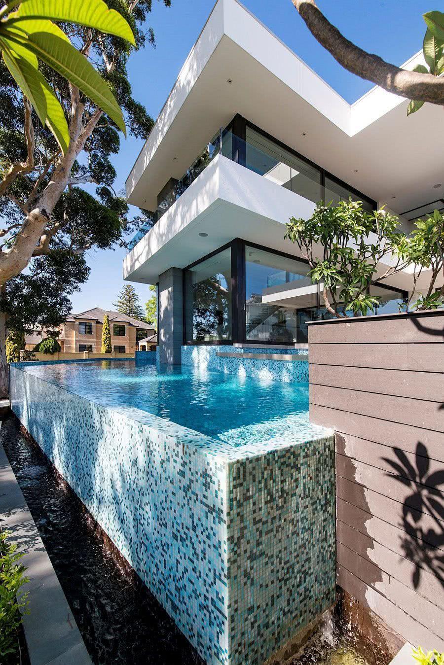 A calha é um elemento muito importante na construção da piscina de borda infinita