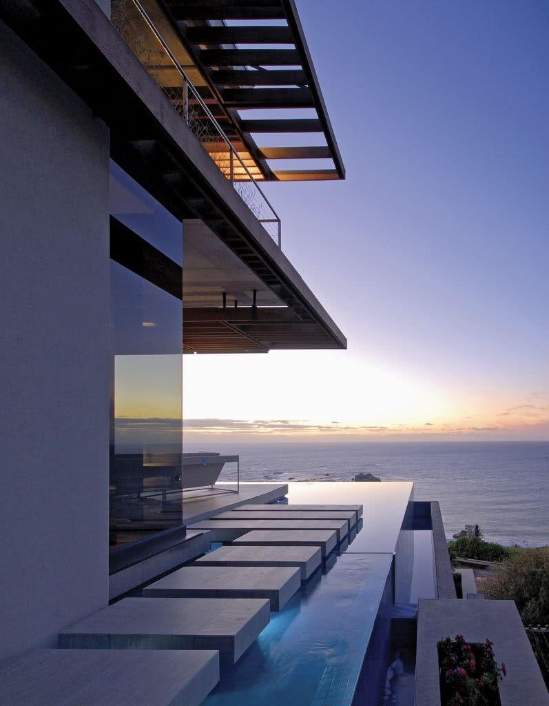 O conceito minimalista se aplica também as piscinas
