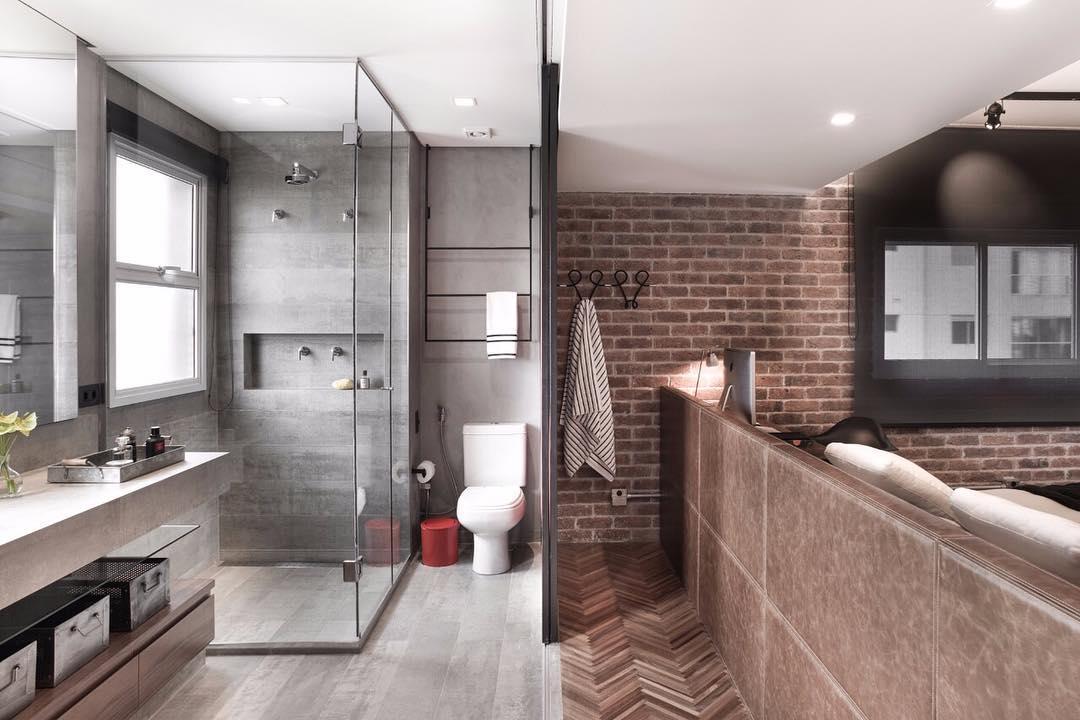 Personalidade e estilo não faltam nesse banheiro!