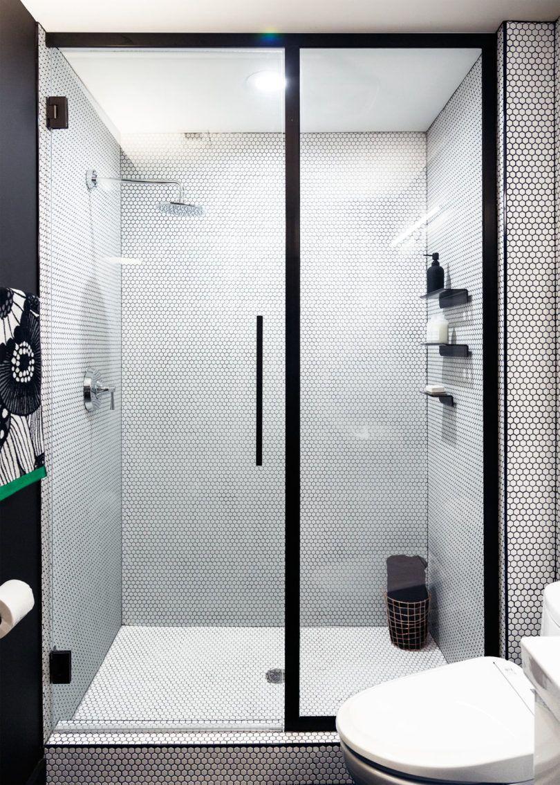 Banheiro moderno para um rapaz.