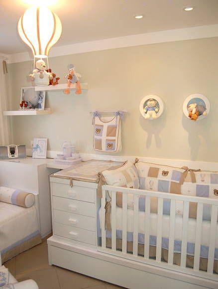 O ideal é inserir ele um parede vazia e decorar ainda mais o quarto