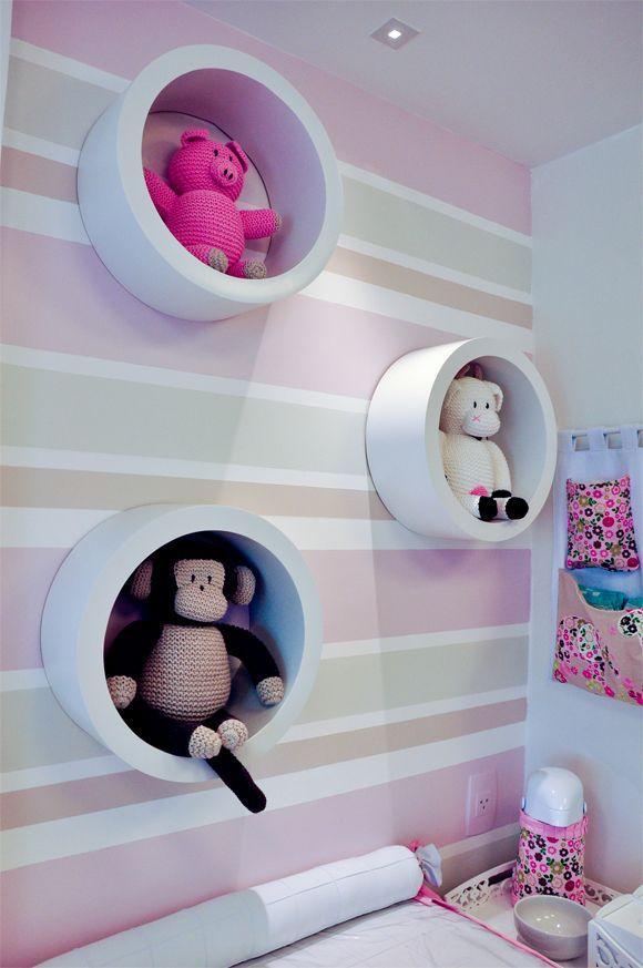 Além de apoiar objetos ajudou a decorar o quarto