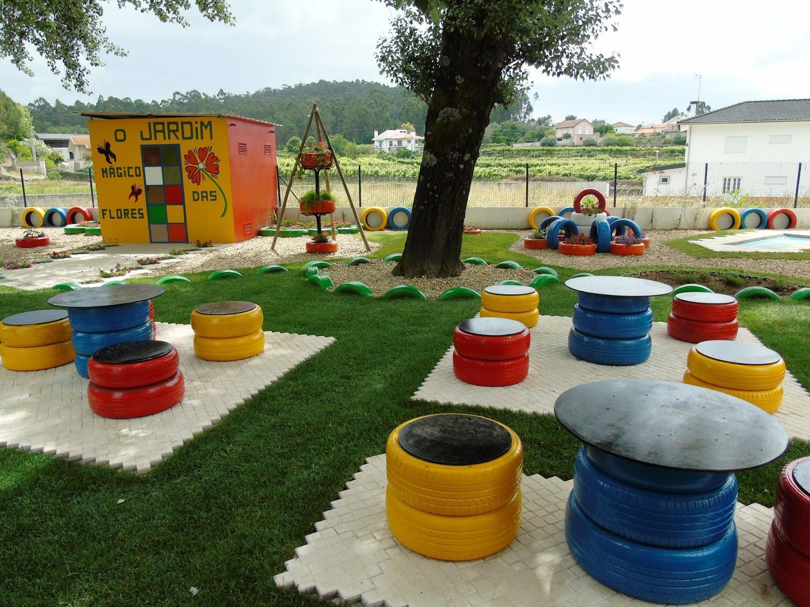 36 – Jardim para as crianças com mesa e bancos feito de pneus #B97C11 1600x1200