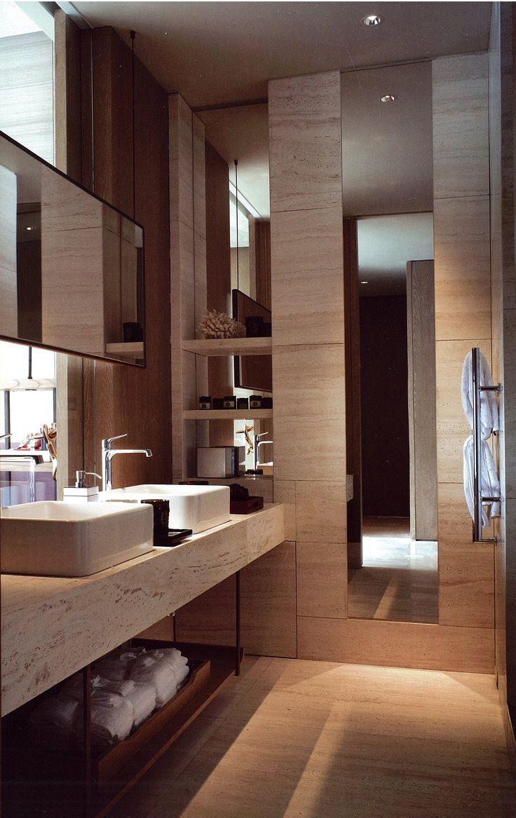 Banheiro moderno para casal.