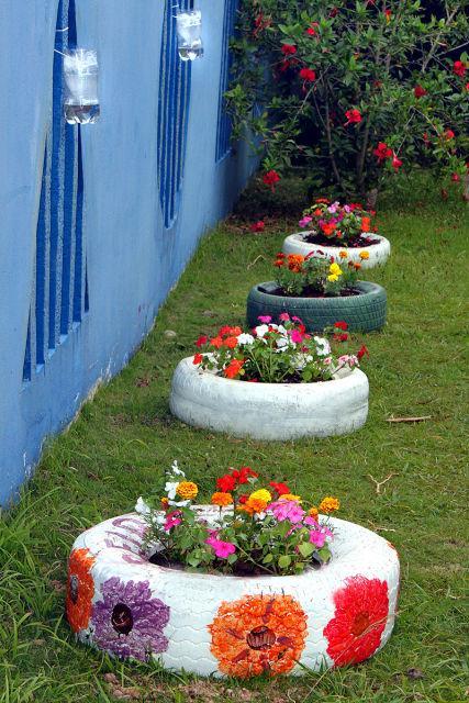 50 jardins com pneus fotos lindas e inspiradoras - Un jardin para mi ...