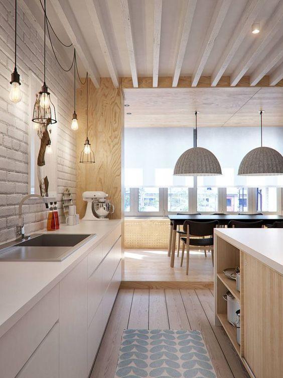 A parede de tijolinho a vista na cor branca deixou a cozinha com um aspecto mais arrojado