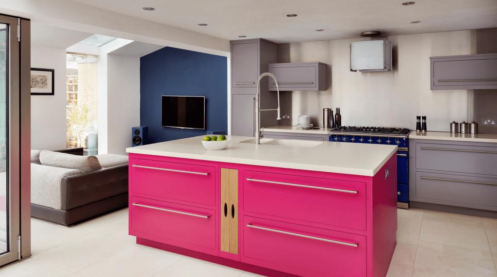 Bancada central com gaveteiros rosa