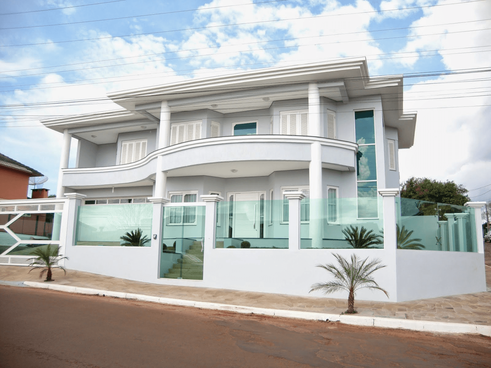 60 modelos de muros residenciais fachadas fotos e dicas for Fachadas de casas chicas