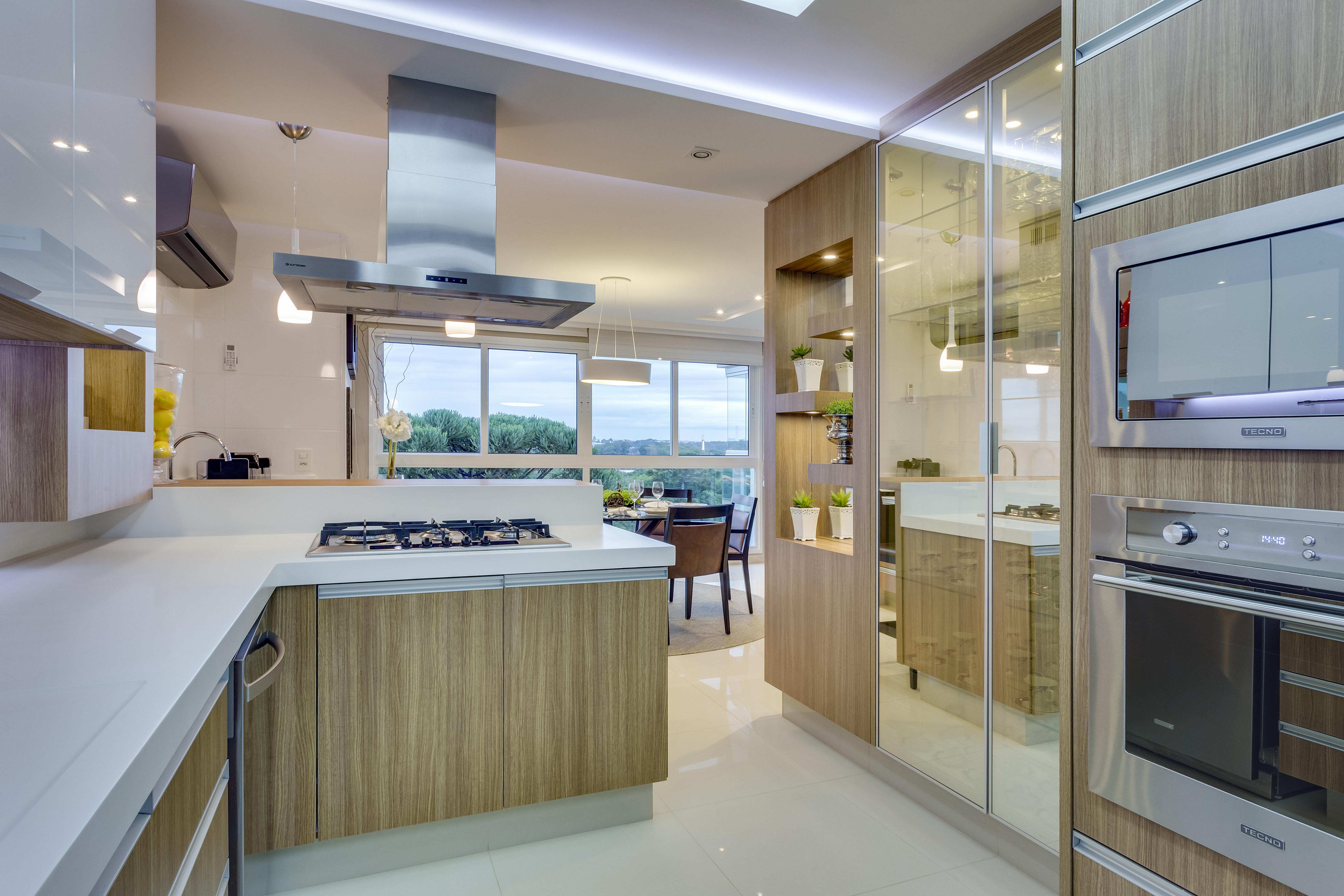 Cozinha Planejada Com Cristaleira Embutida Beyato Com V Rios