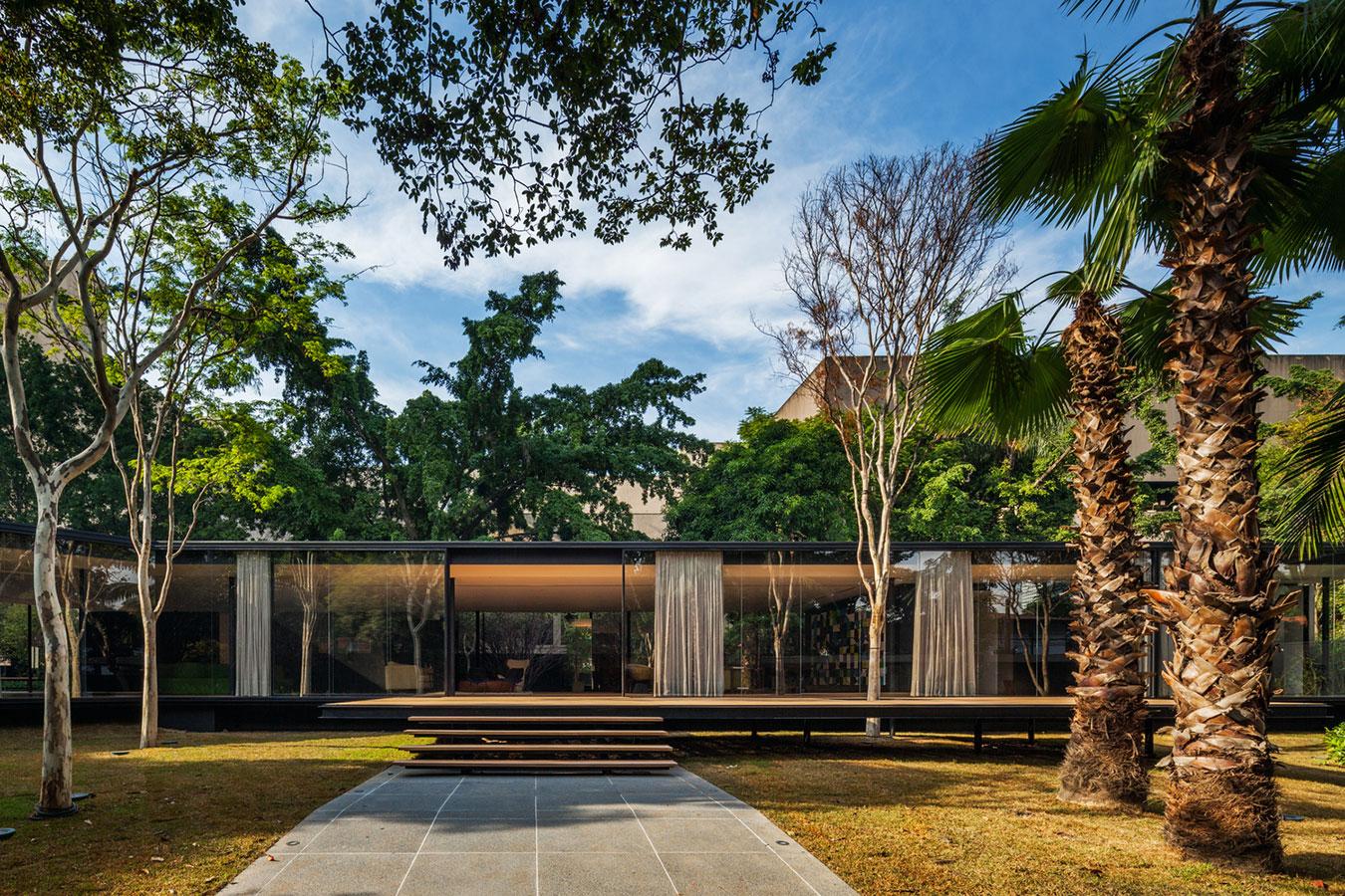 Casa bonita térrea com ampla área verde
