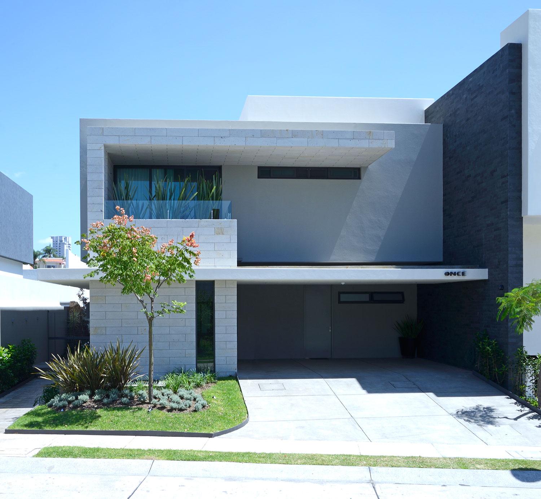Casa bonita com jardim externo