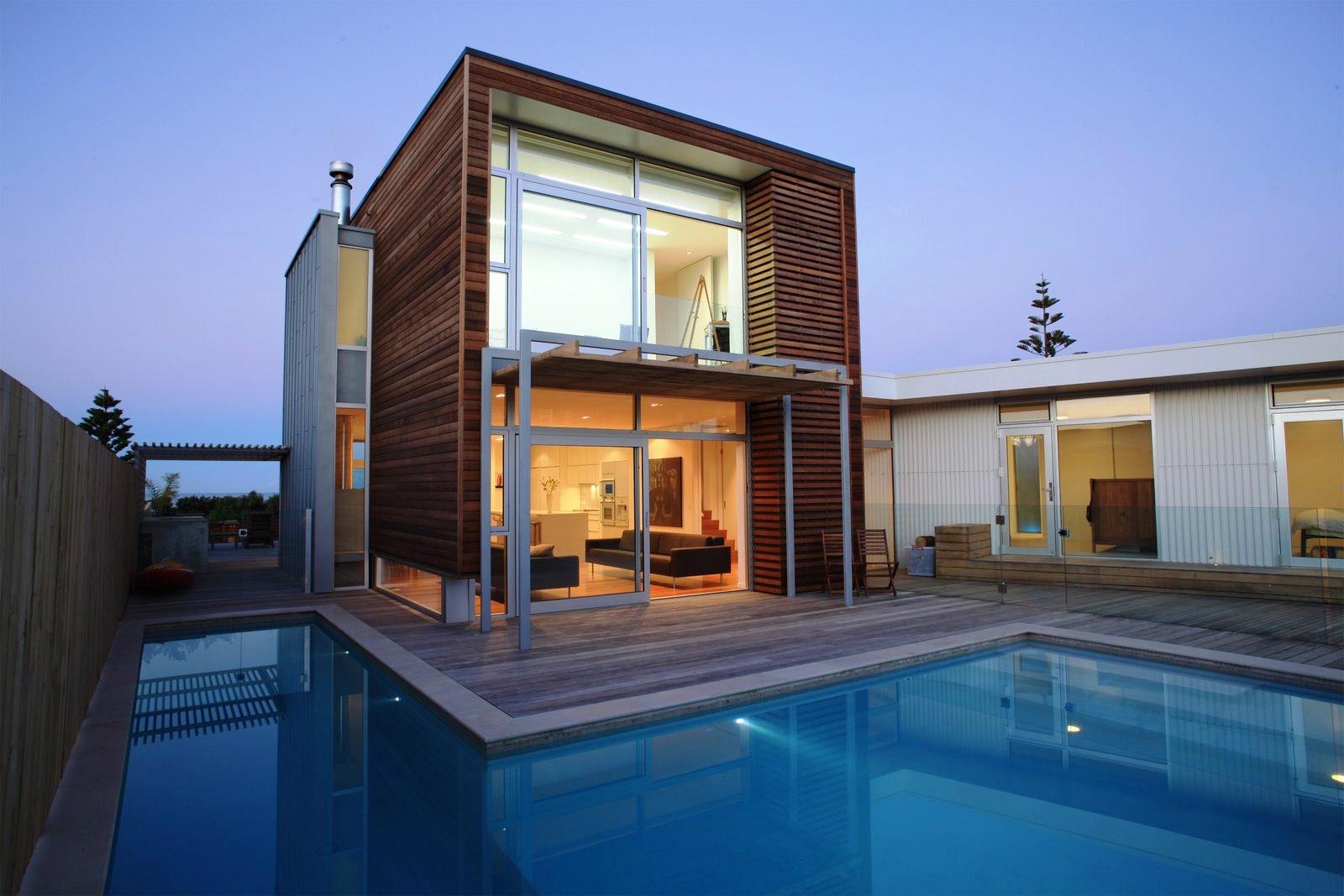 Fundos de casa com piscina em L