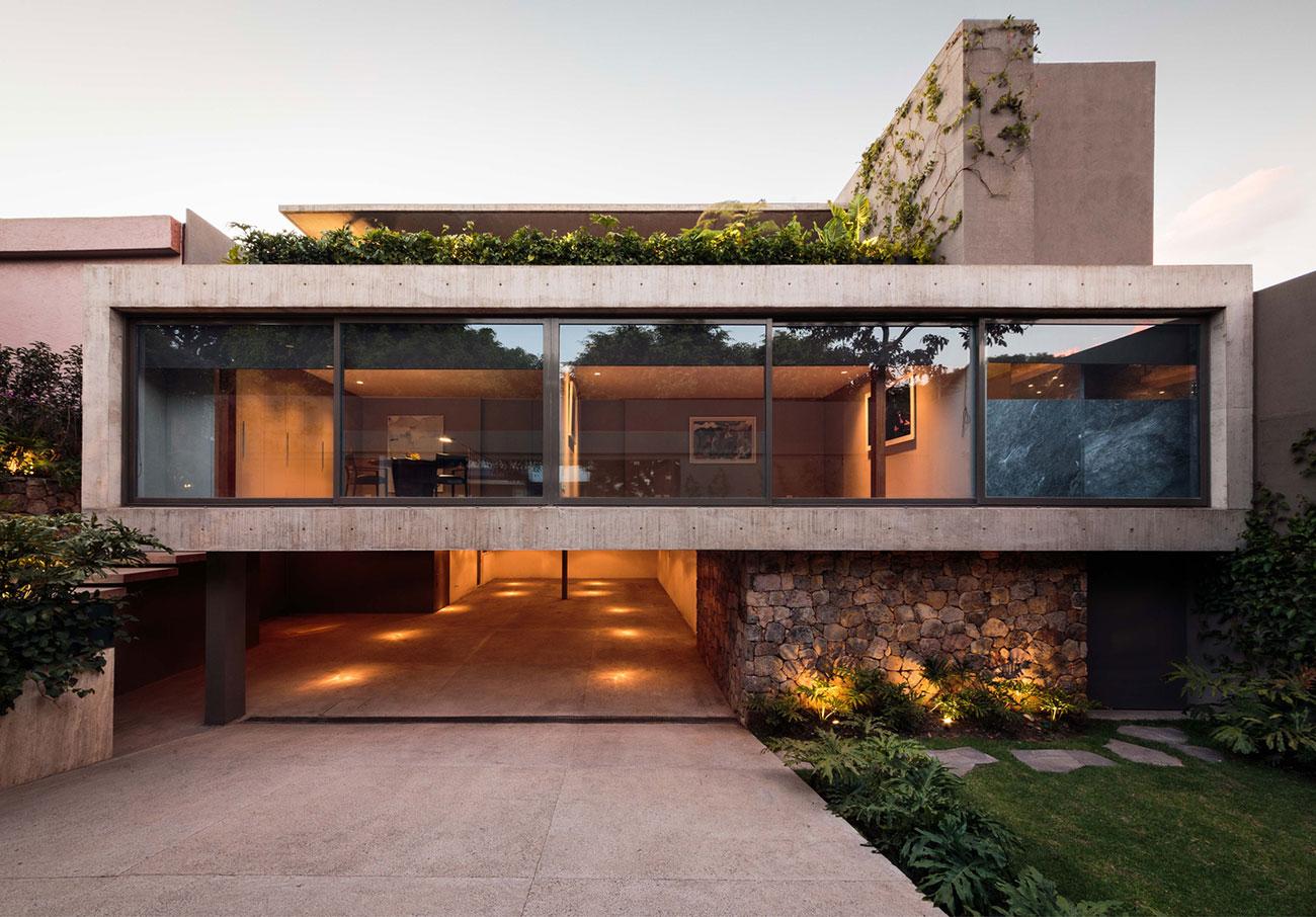 Projeto de casa moderna com vidros