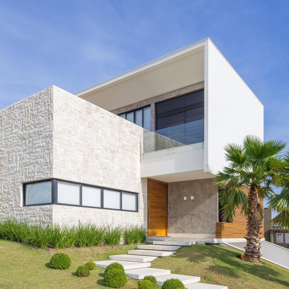 O projeto de paisagismo muda a cara desta casa bonita