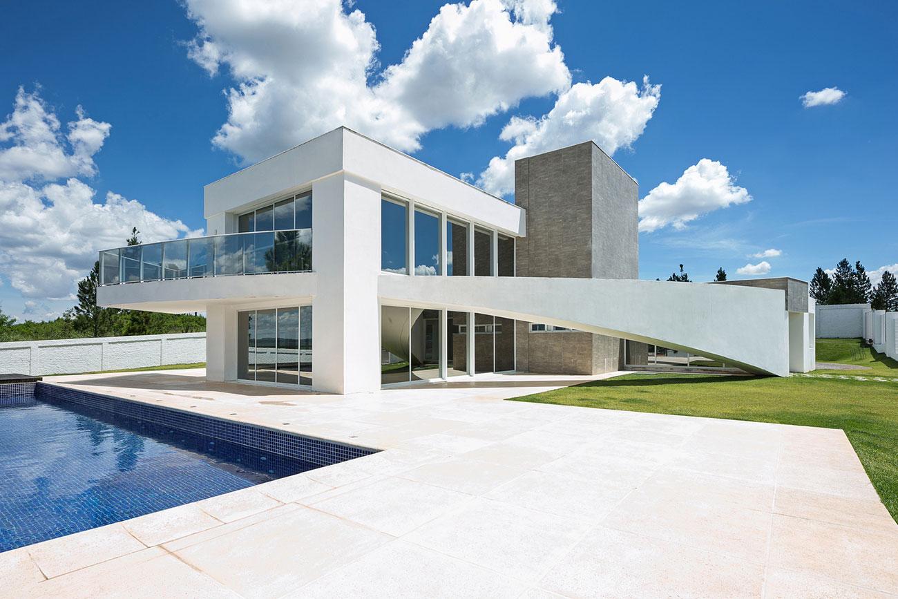 Área externa de casa moderna e bonita com piscina