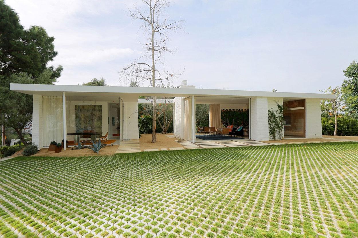 Casa térrea bonita com piso de concregrama