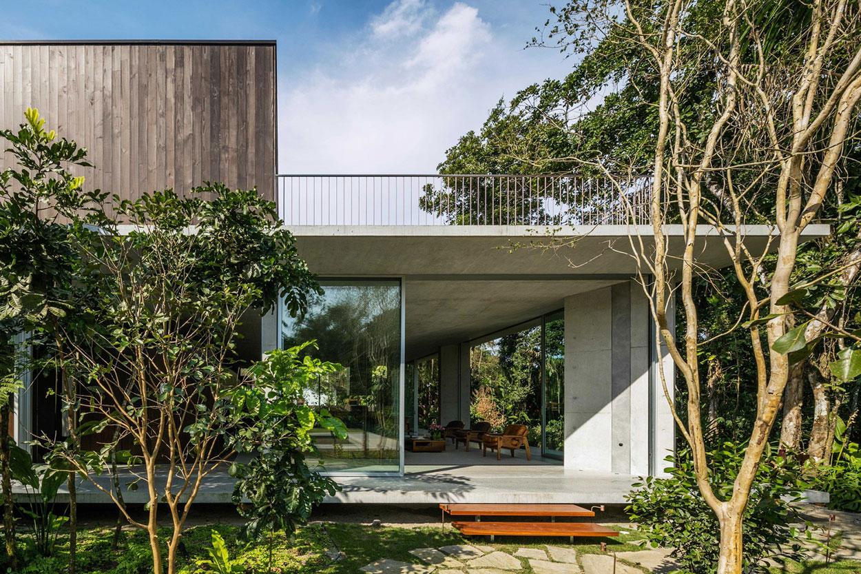 Casa com ampla área verde