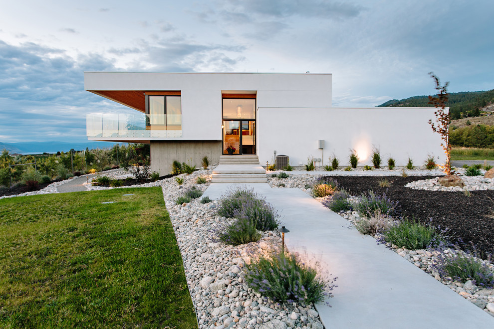 Com arquitetura no esitilo minimalista