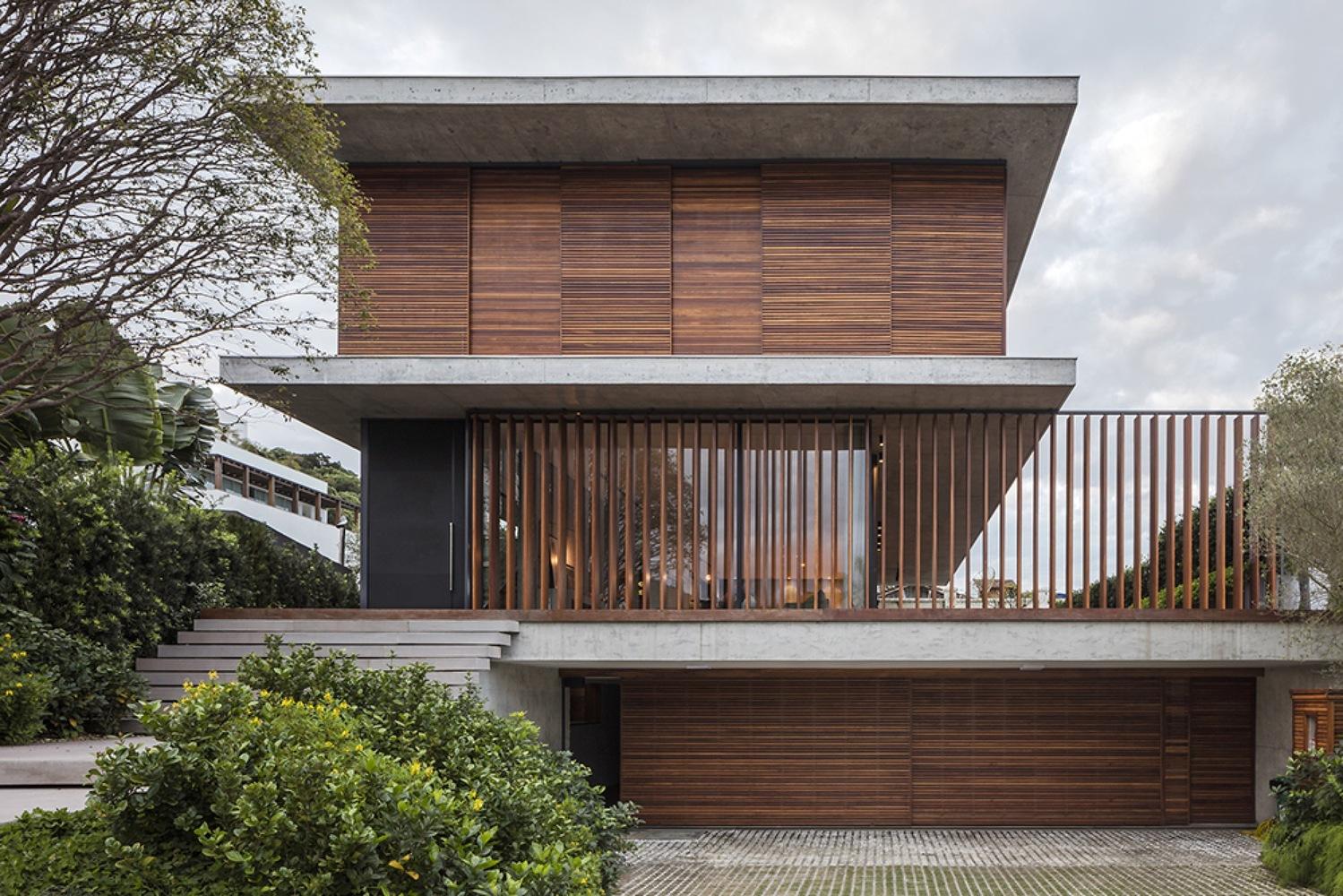 Modelo de casa bonita com a madeira em destaque na fachada