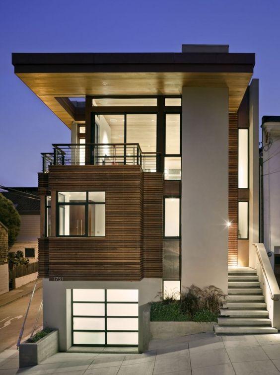 Casa bonita com terreno em declive