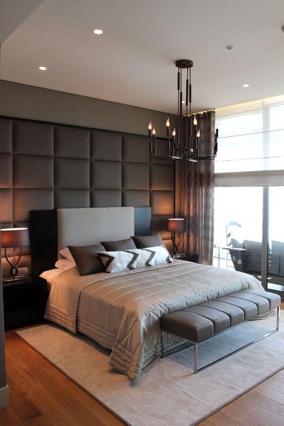 A cabeceira e a chaise da cama se conversam devido ao uso do mesmo material e cor