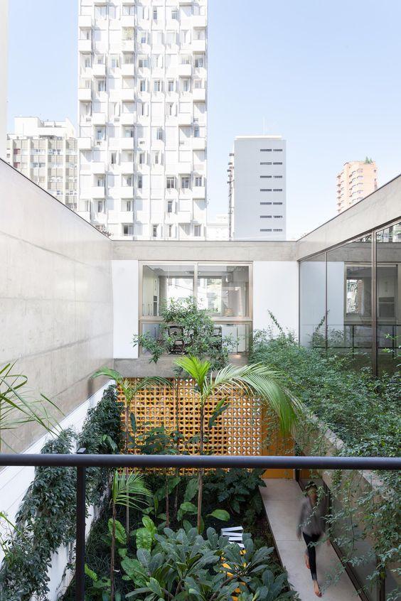Casa bonita com jardim central