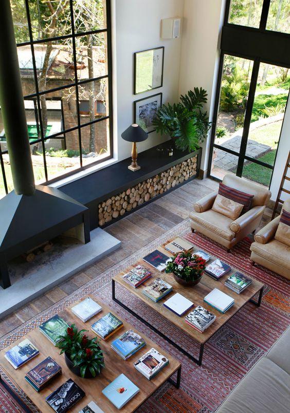 Para uma sala moderna optem por poltronas em cor terrosas!