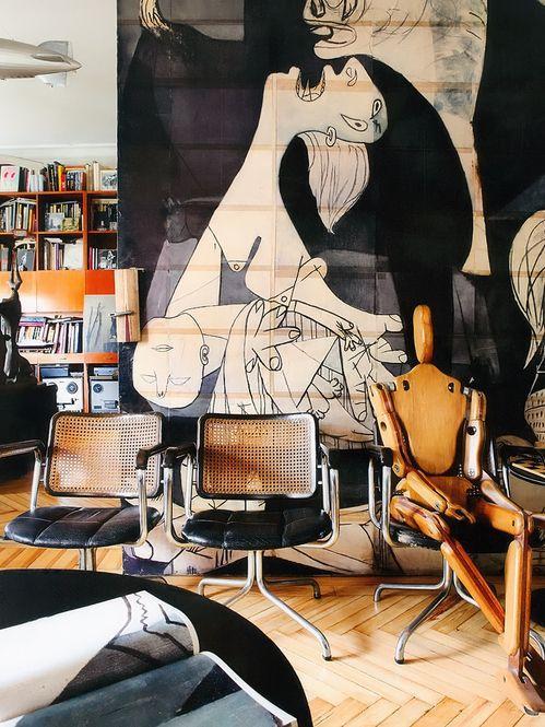 Cadeiras com assento em couro levam conforto e sofisticação