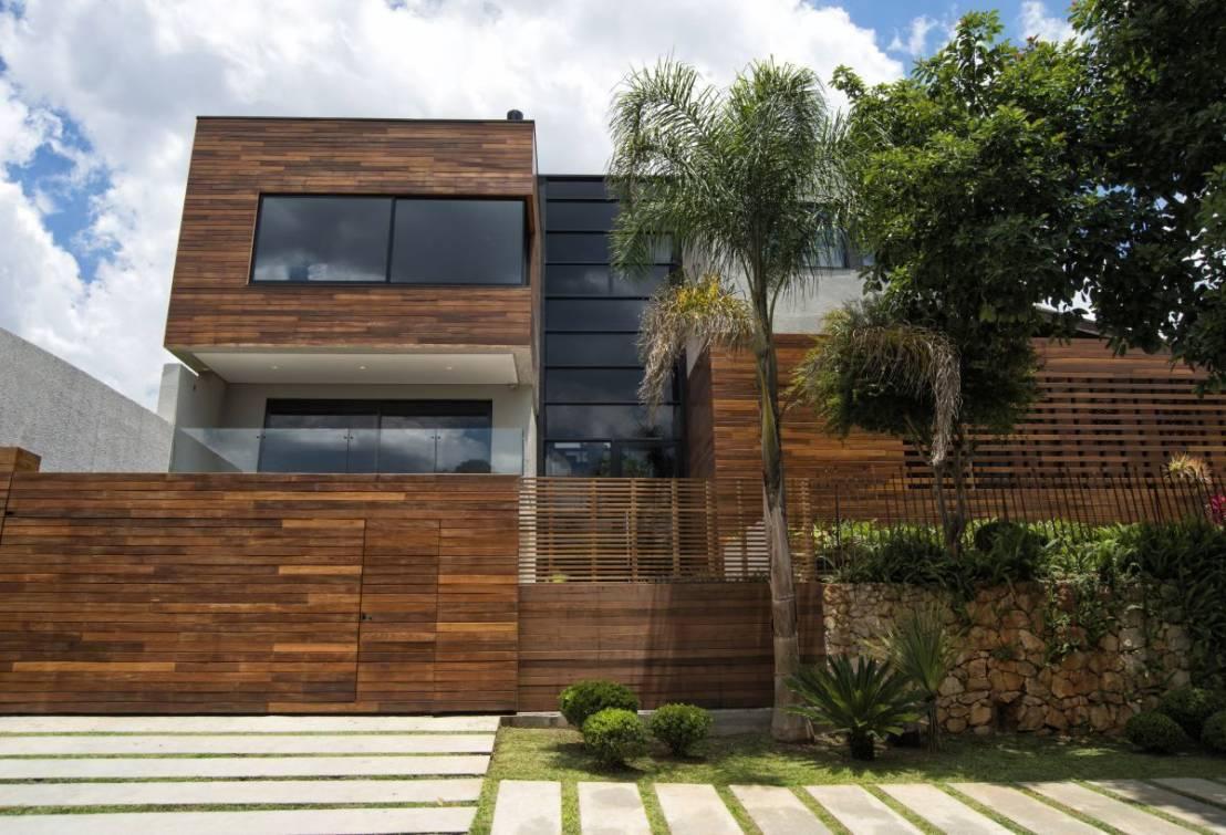 Casa bonita com fachada em madeira