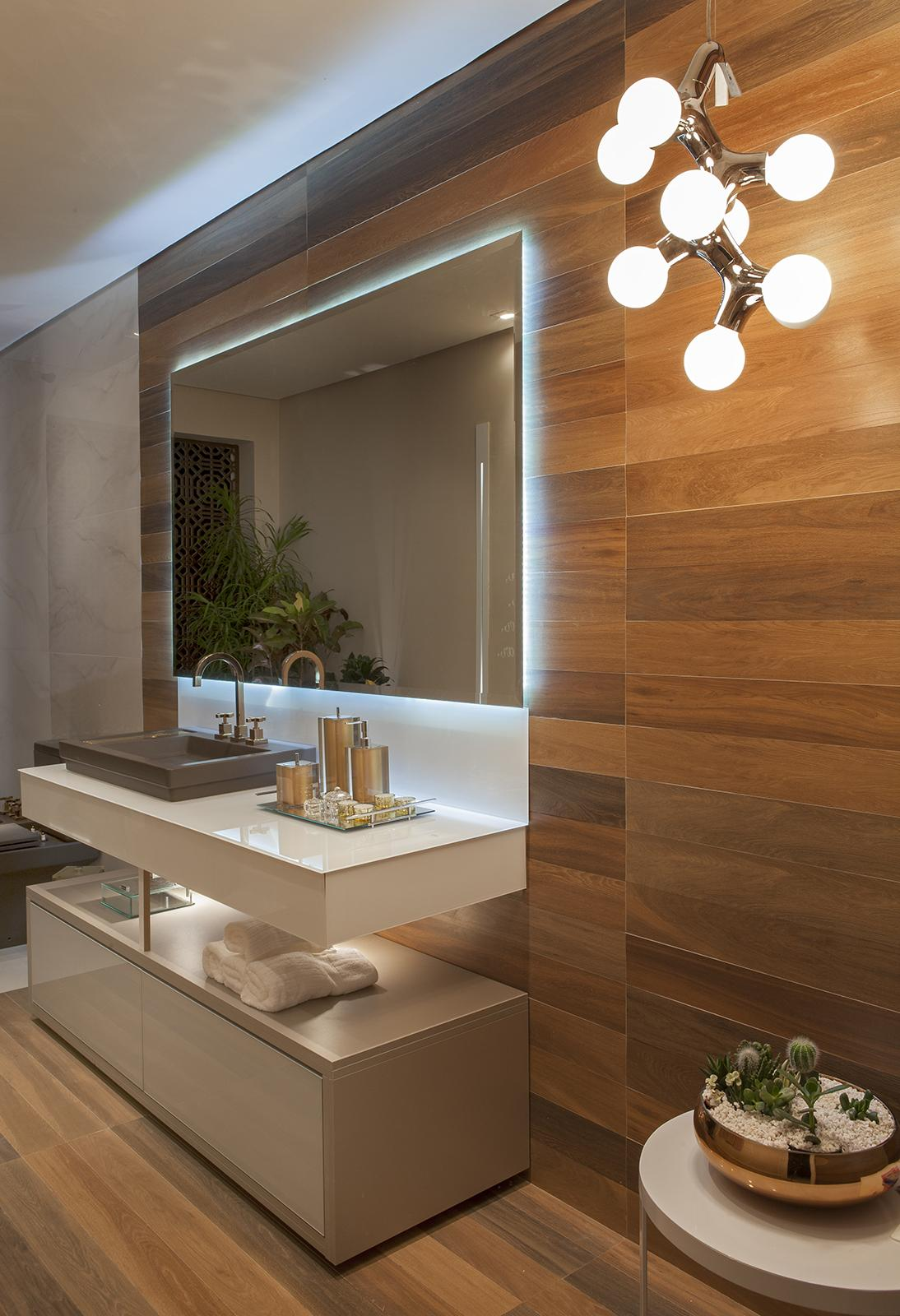Pisos que Imitam Madeira 60 Fotos e Ideias -> Banheiro Decorado Com Material Reciclado