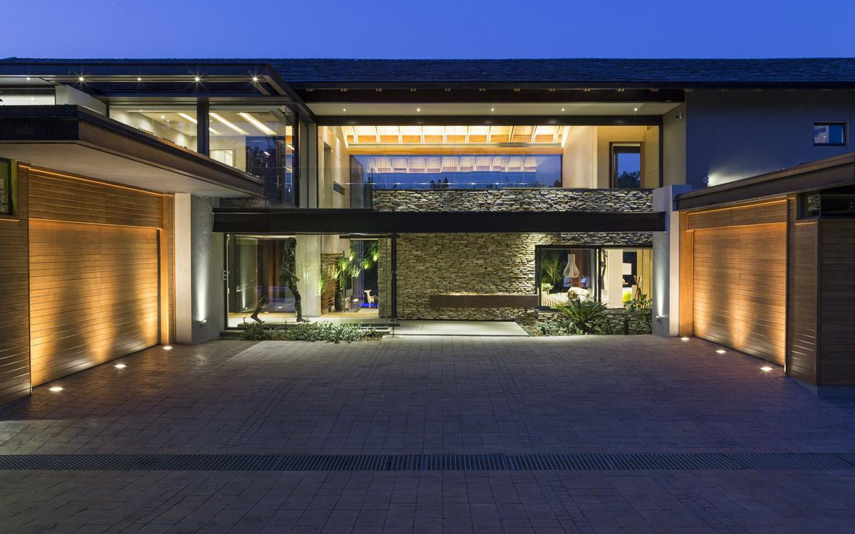 Grande entrada residencial