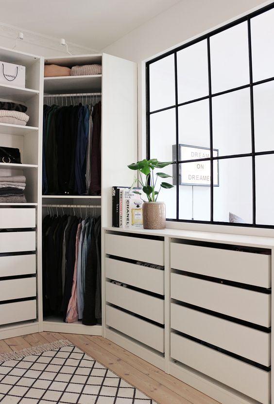 Closet com muitas gavetas
