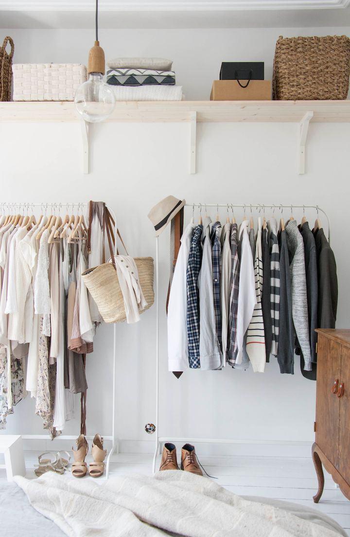 Cabideiros já fazem o papel de um closet prático