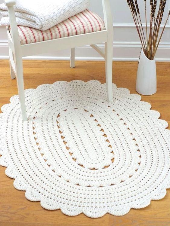 Tapete de crochê oval simples para usar em qualquer ambiente