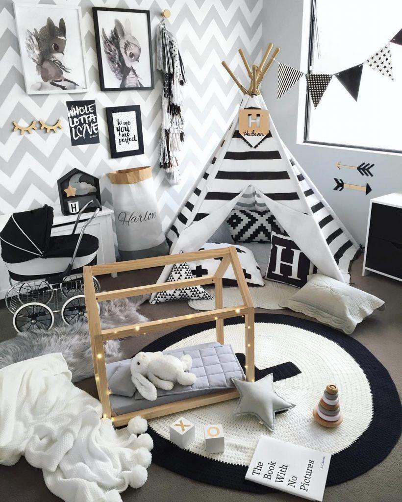 Tapete de crochê preto e branco para quarto infantil